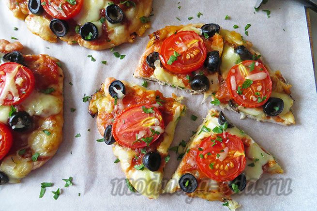 Пицца без теста с сыром и маслинами