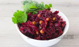 Салат из свёклы с маринованными огурцами