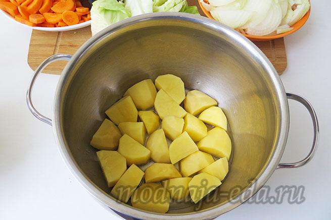 Тушеные овощи. Слой картофеля.