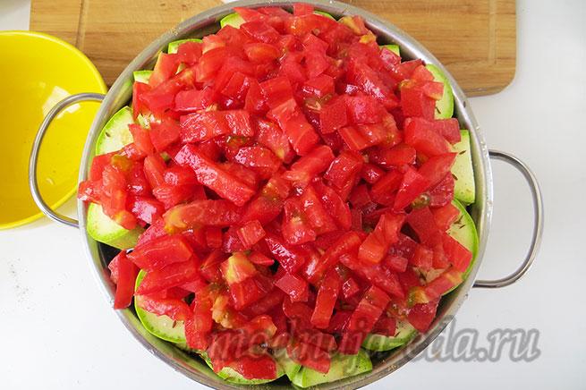 Тушеные овощи. Слой помидоров.