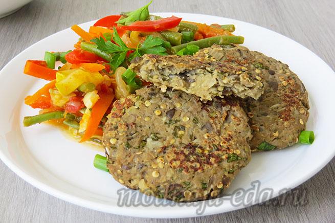 Котлеты из баклажанов с гарниром из овощей