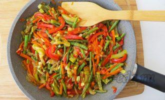 Овощи на сковороде обжаренные