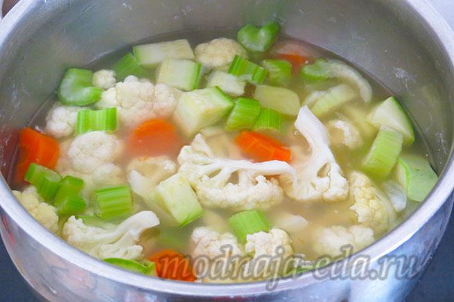 Овощной суп-пюре с нутом. Готовые овощи.