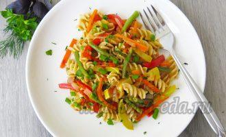Паста с овощами, с зеленью