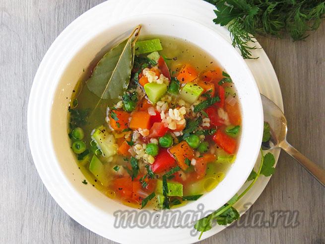 Суп с булгуром, овощами и зеленью