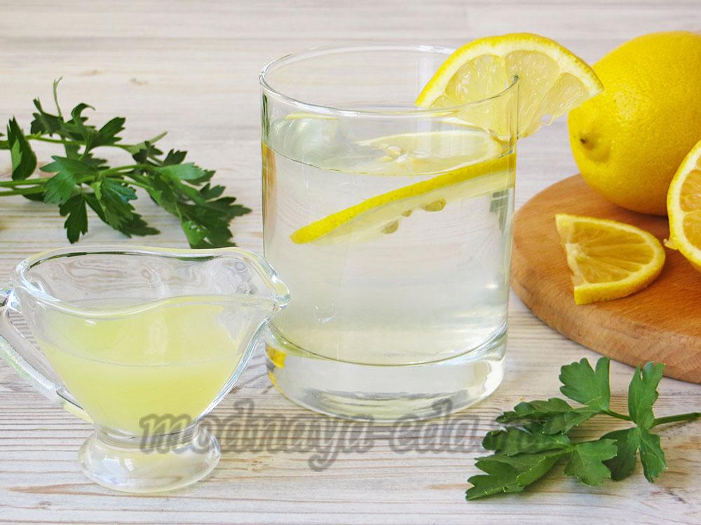 Вода с лимонами